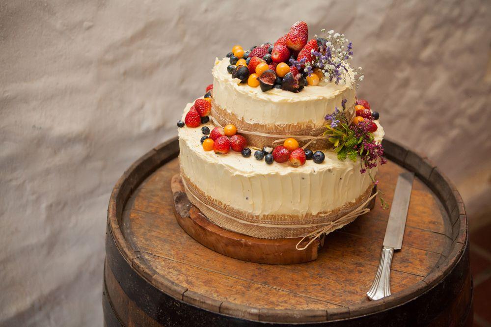 wedding-cake-rickety-bridge-wedding-expressions-photography