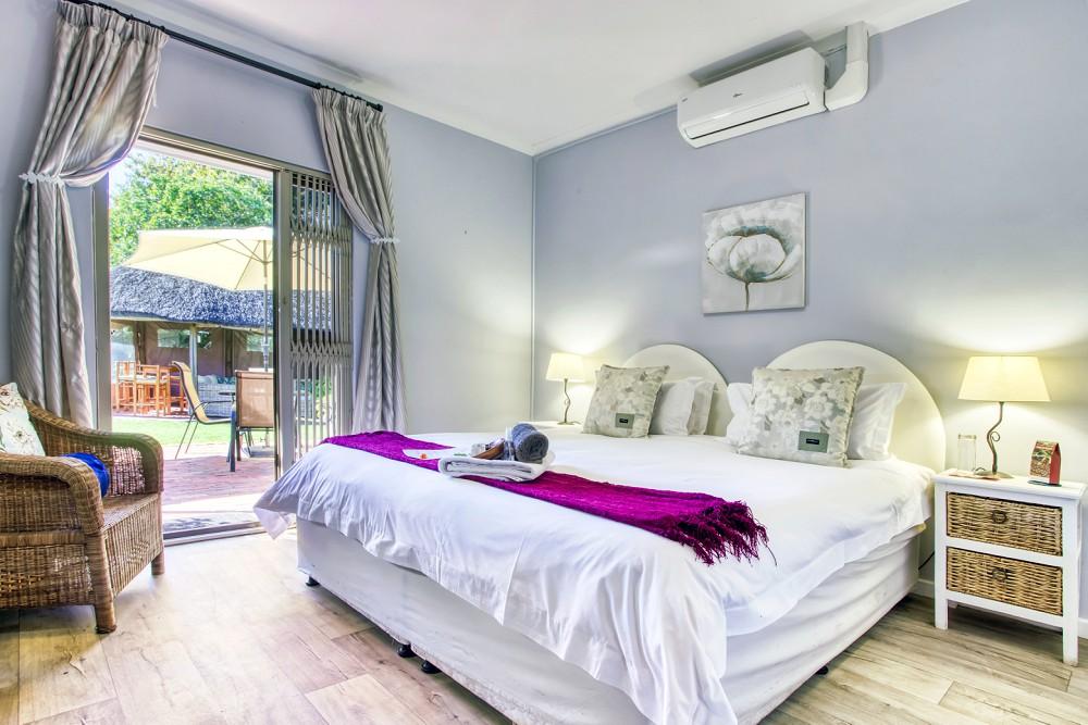 Durbnaville Interior Photography Highlands Lodge bedroom suite