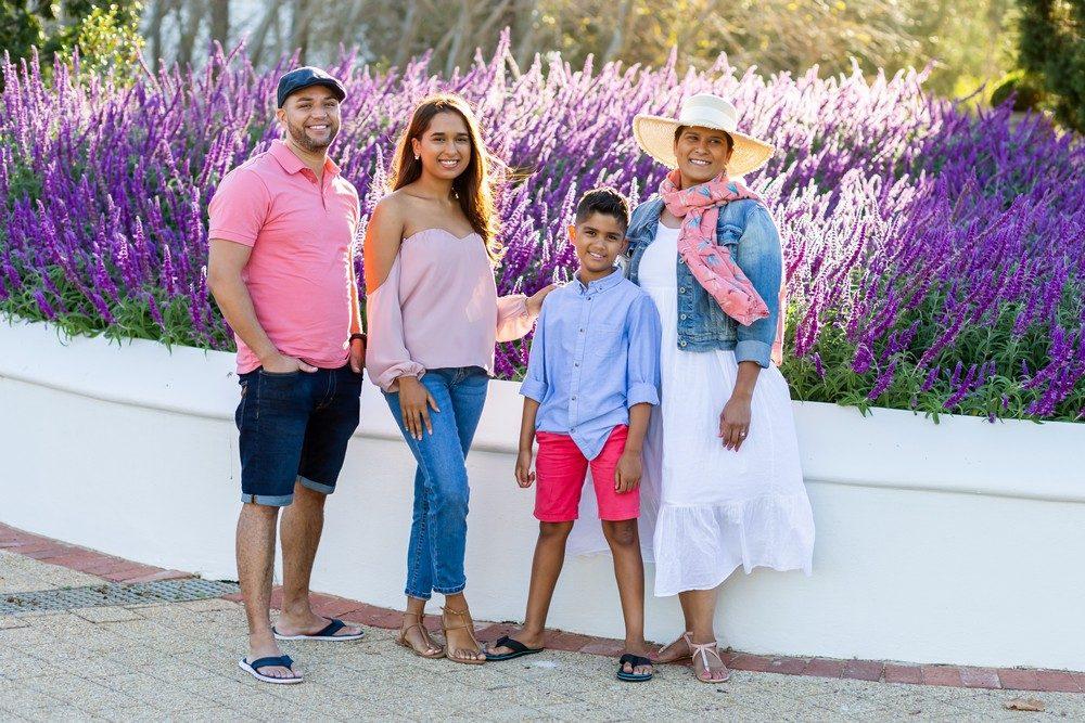 Loch Lynne family photo shoot in garden